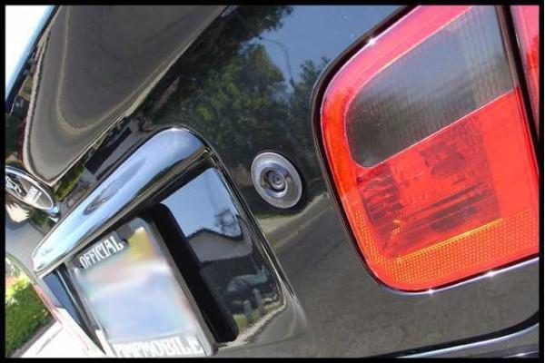 Univerzálna zapustená parkovacia kamera vhodná najmä pre rovné karosérie - takmer vôbec ju nie je vidieť