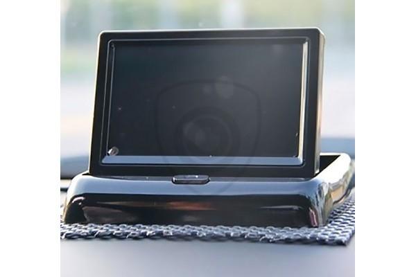 Sklápací monitor k cúvacím kamerám. Možnosť napojiť aj videoprehrávač