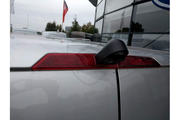 Parkovaica kamera Ford Transit v delenom brzdovom svetle
