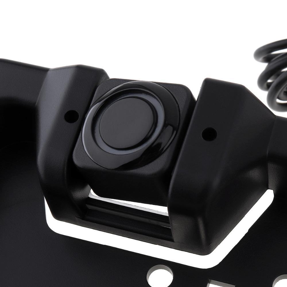 Parkovacie senzory v podložke pod ŠPZ s cúvacou kamerou